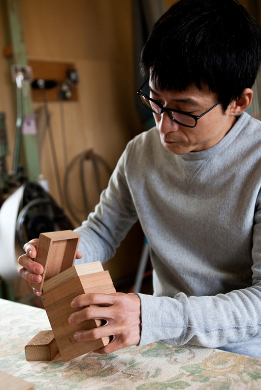Kenichi Fujii checks the lids on a cherry lidded tea box.