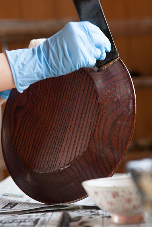 Minako applies the treatment over the previous layers of urushi, creating a lovely finish that can last many centuries if treated with care.
