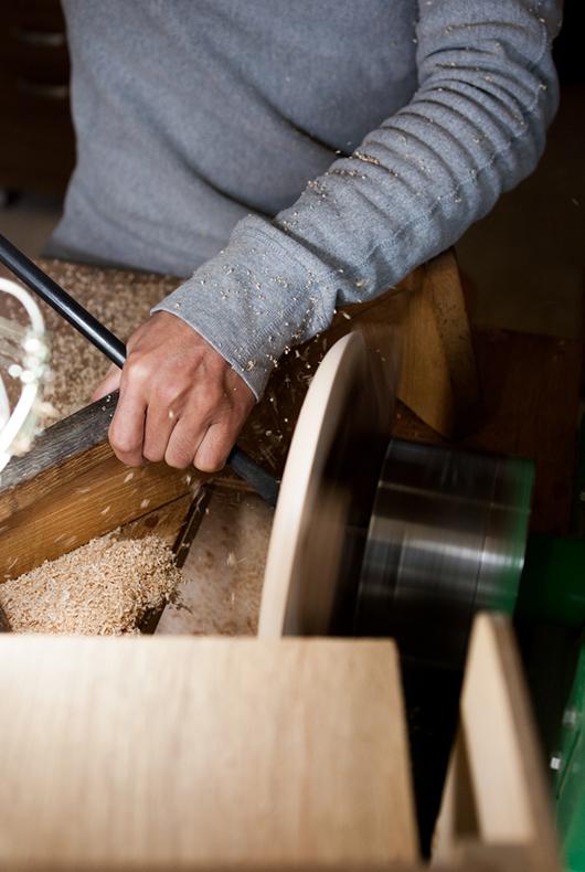 A close up of Kenichi Fujii woodturning on the lathe.