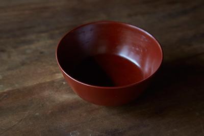 Red lacquer bowl by Akihiko Sugita.