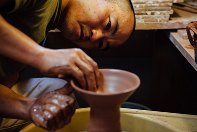 Shaping a bowl on the wheel with Katsufumi Baba