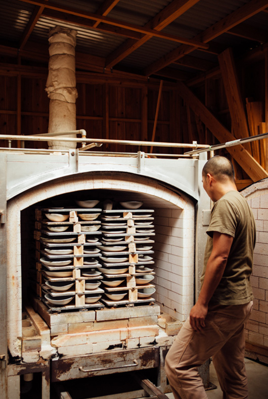 Katsufumi looking inside the kiln.
