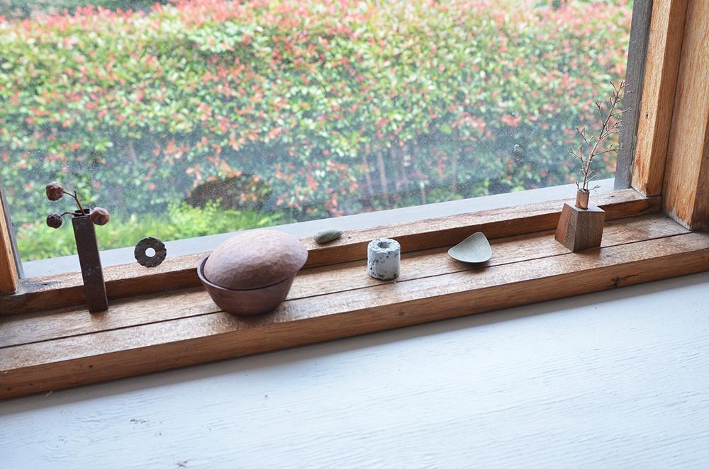 A selection of tableware that's made by Eiji Hagiwara at his studio in Sayama, Saitama Prefecture.