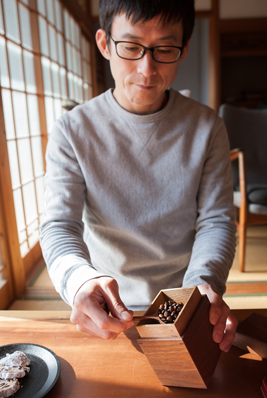 Kenichi uses his walnut tea box to put coffee inside.