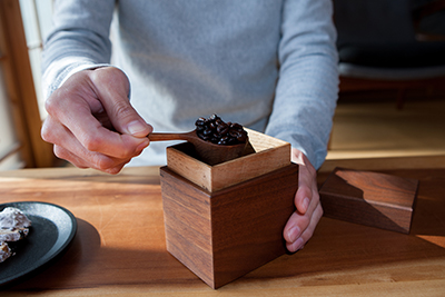 Walnut Tea Box in use at Kenichi Fujii's house in Ono City.