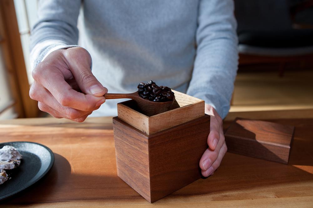 Walnut Tea Box in use at Kenichi Fujii's house in Ono City.