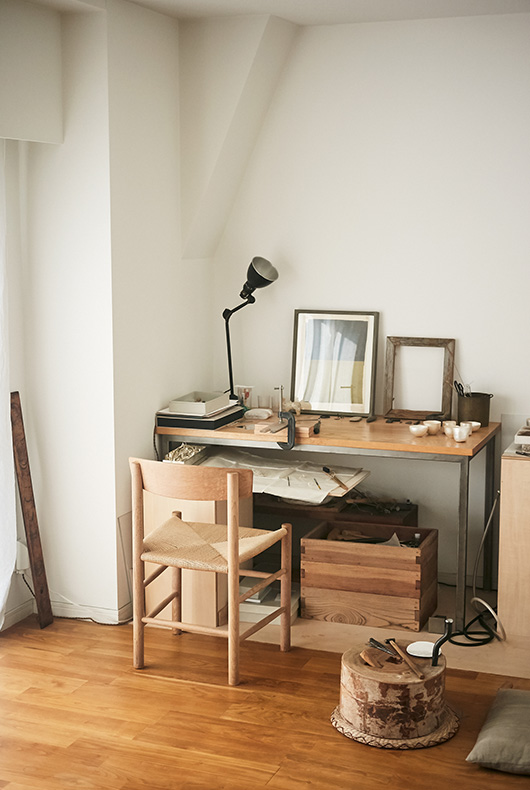 Naho's desk and tools needed to craft metalwork.