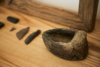 Little knick knacks laying around. These are stone and flint pieces. Naho is heavy inspired by nature.