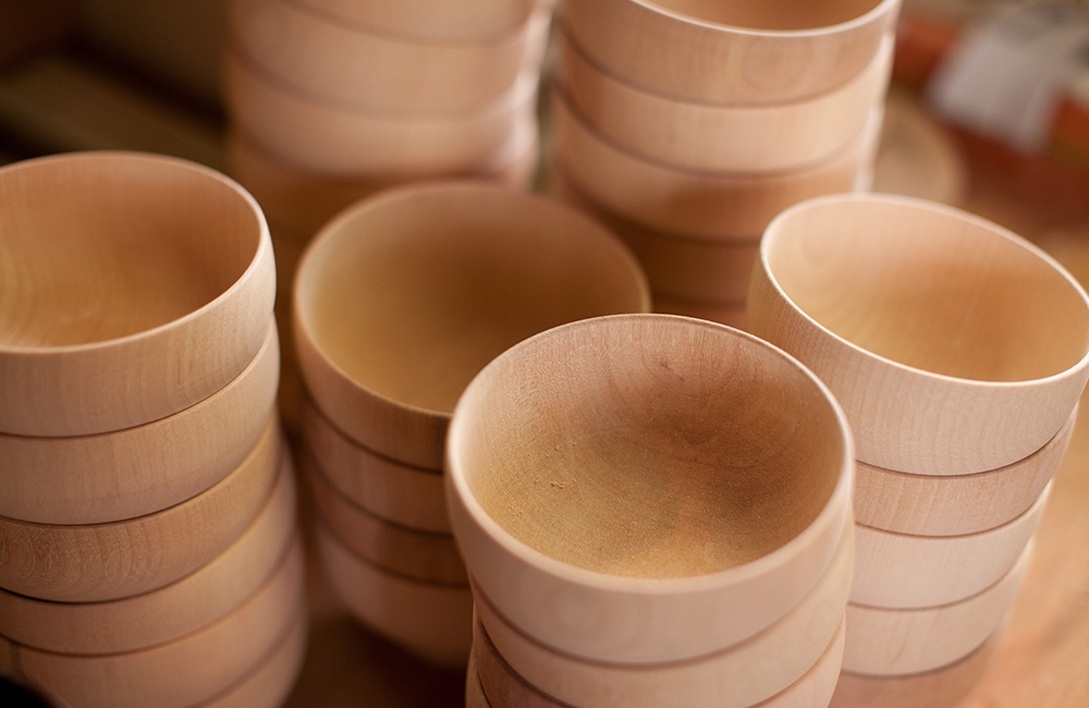 A selection of finished natural wood bowls by Maiko Okuno, later she will add lacquer to the surface of these bowls.