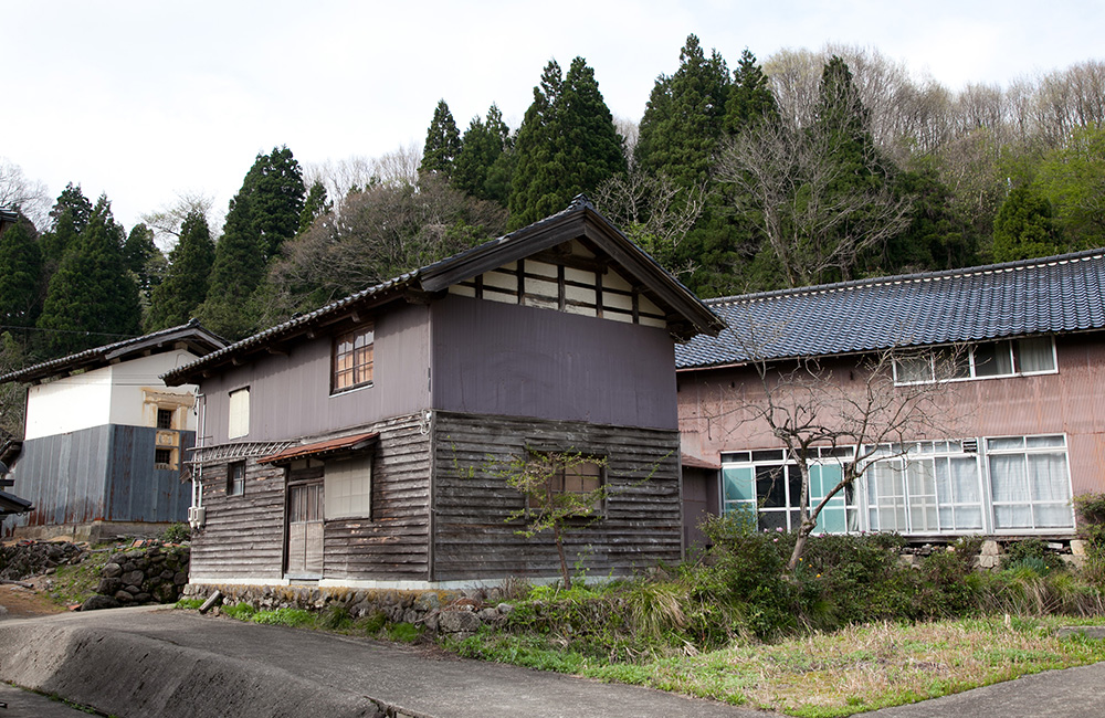 A look at Maiko Okuno's studio in Ishikawa Prefecture, Japan.