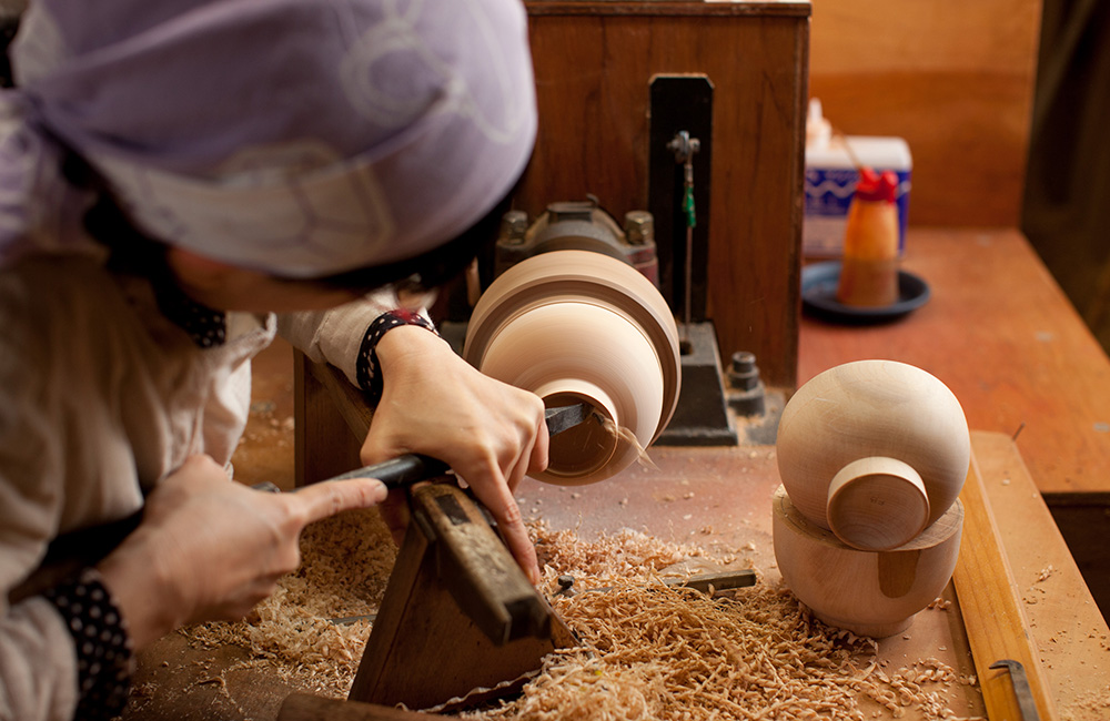 Maiko works with the material at hand, looking for the grain in the wood that she can use to her best advantage.