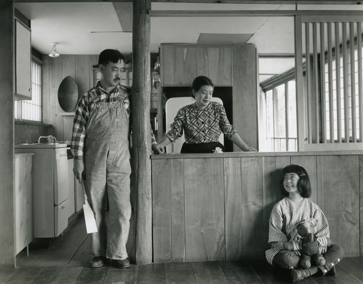 George and Marion Nakashima, photographed with their daughter Mira. Family portrait taken by Ezra Stoller.