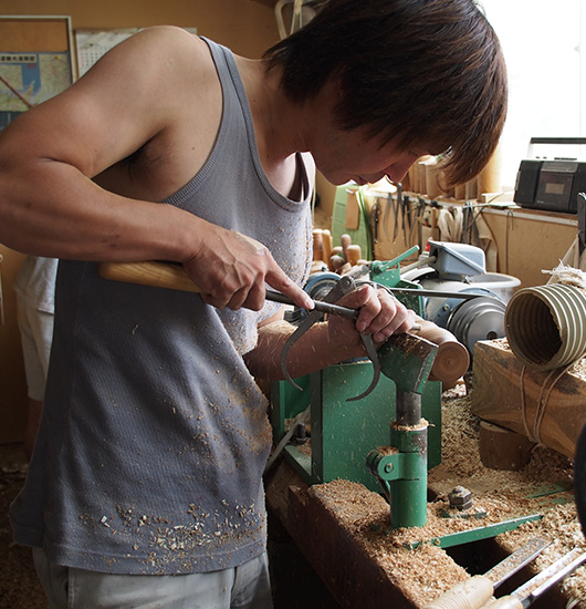 Takahashi Kougei turning a piece of wood on the lathe.