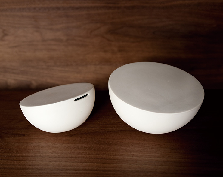 Launched in 2012, Jicon is a new line of porcelain by Oji Masanori and the Touetsugama kiln in Arita, using local clay and centuries-old techniques on modern designs.