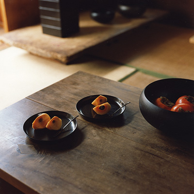 Small black lacquer dishes, perfect for fruit, and the large oval dish bowl by Akihiko Sugita.